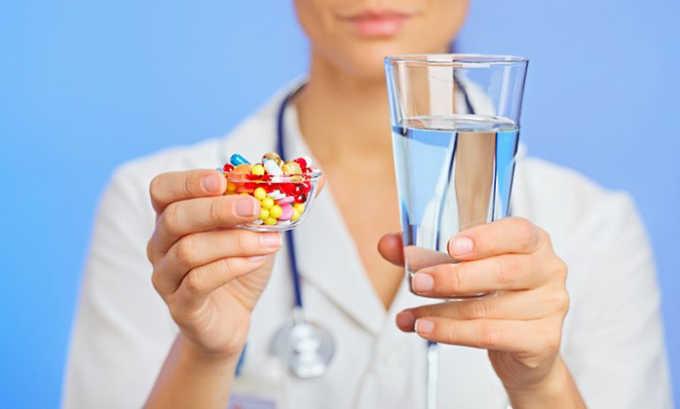 Избыточный прием антибиотиков при панкреатите может вызвать понос у больного