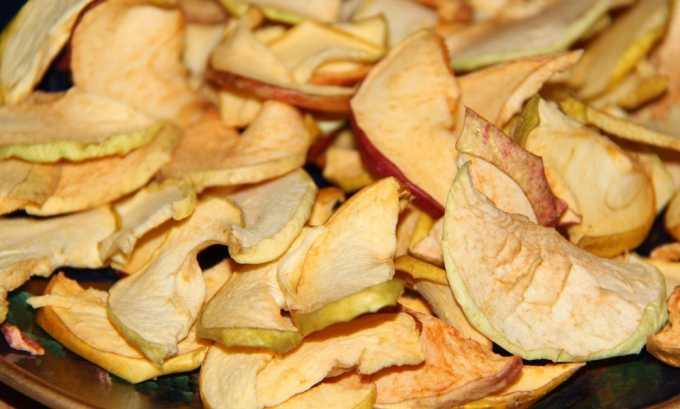При панкреатите в период ремиссии разрешено употреблять сушеные яблоки