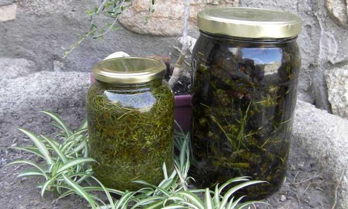 Целебные растворы можно готовить, настаивая травы в течение 1-2 недель