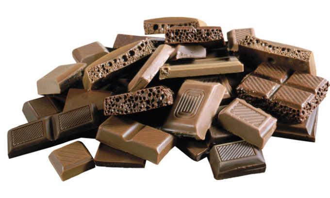 Шоколад также нельзя употреблять