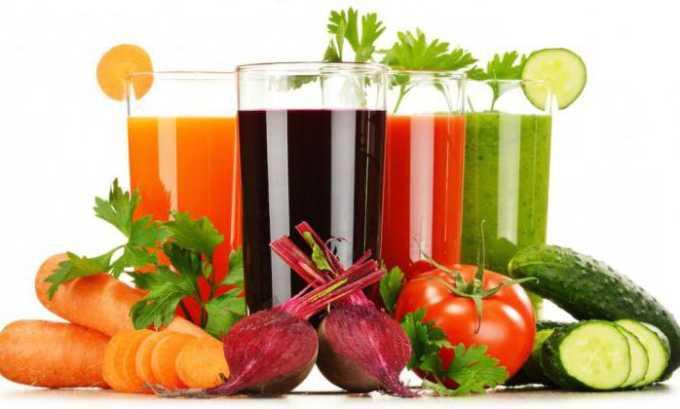 При воспалении поджелудочной железы разрешены овощные и фруктовые натуральные некислые соки, желательно в разбавленном виде
