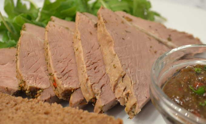 Больным панкреатитом рекомендовано снижение потребляемого жира (максимум 60-80 г/сутки) и углеводов при достаточном потреблении белков (100-140 г/сутки)