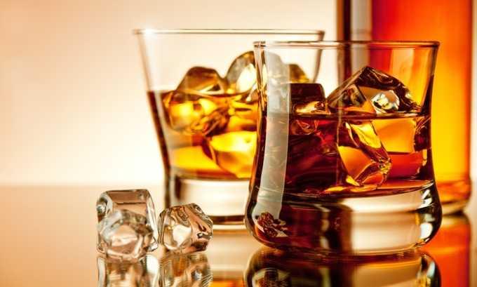 Прием алкоголя, жирной, копченой, соленой, жареной и острой пищи при панкреатите запрещается