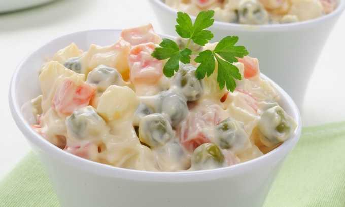 При панкреатите отдать предпочтение салатам на основе отварных овощей, позволенных диетой