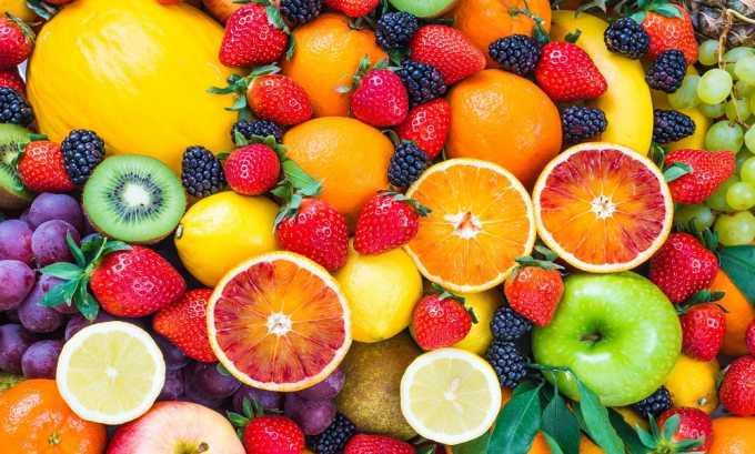 При кальцифицирующем панкреатите из рациона исключают фрукты