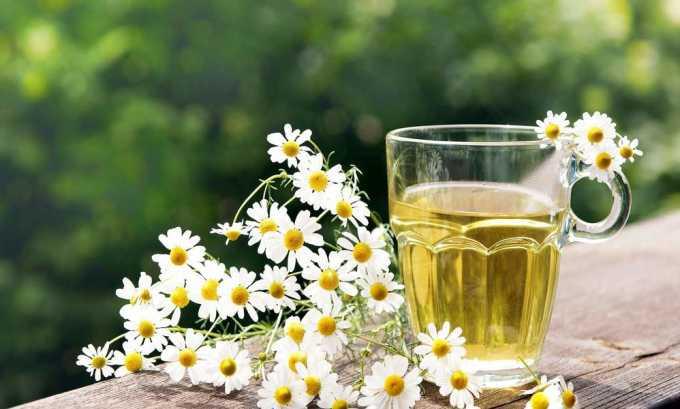 Травяной отвар лекарственных растений, например, ромашки, иван-чая и мяты, снимает спазмы, обладает регенерирующими, желчегонными, антибактериальными свойствами