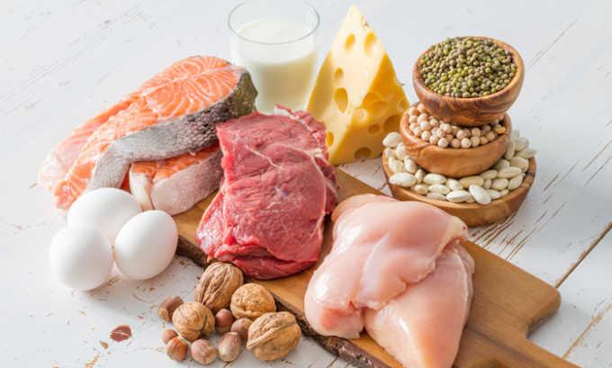 В рацион вводится много животных белков (творог, нежирная рыба, телятина, говядина, яйца)
