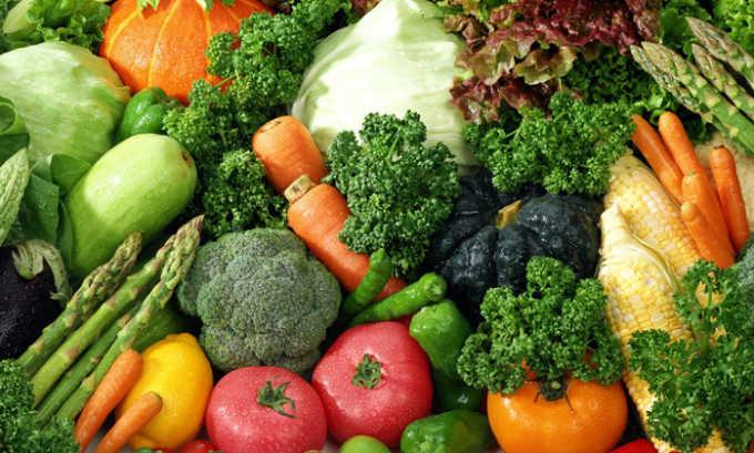 Нужно временно исключить свежие овощи и фрукты