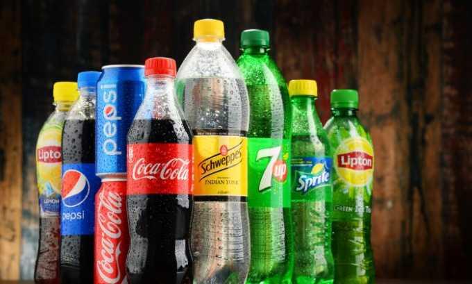 Лимонад и газированные напитки. Они раздражают слизистую оболочку желудка и провоцируют образование большого количества газов