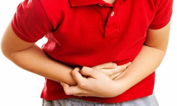 Характерным признаком патологии является сильный болевой синдром, который возникает уже на первом этапе развития панкреонекроза. Боль имеет опоясывающий характер и нередко иррадиирует в левое плечо, левую часть живота и поясницы