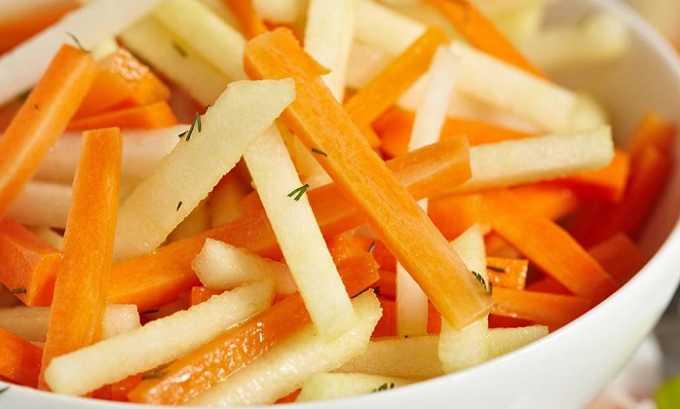 Врачи разрешают употреблять салаты на основе фруктов и овощей больным панкреатитом. В состав таких блюд могут входить яблоки, морковь, запеченная и перетертая тыква, бананы и персики
