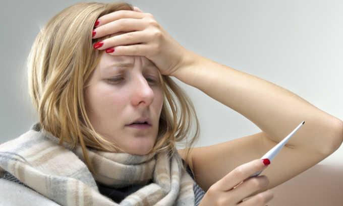 При заболевании быстро поднимается температура, которую не удается сбить жаропонижающими средствами