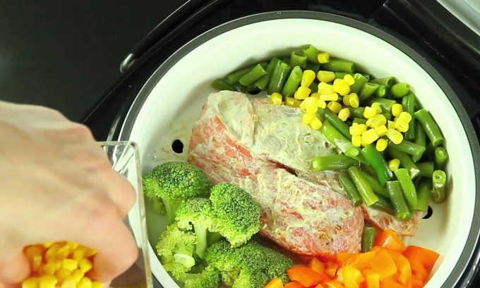 При панкреатите разрешена вареная, запеченная, приготовленная на пару пища, ни в коем случае не жареная