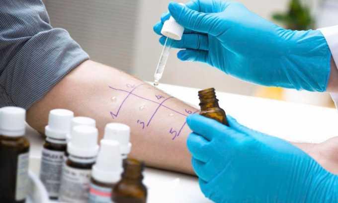 Возможная причина налета – аллергия на лекарственные средства, нужно пройти обследование у аллерголога чтобы исключить аллергию
