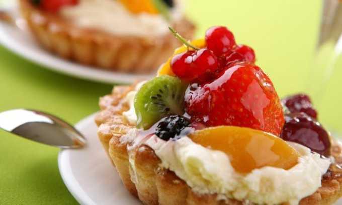 Исключить из рациона придется торты и пирожные. Эти изделия содержат множество калорий, из которых большая часть приходится на жиры