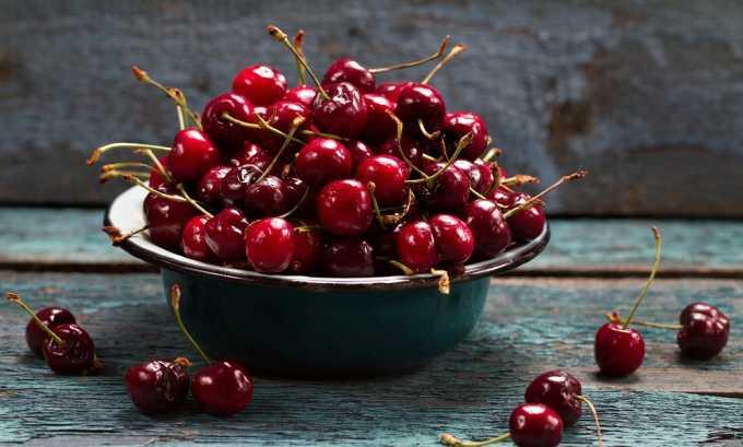 Компот из вишни нельзя употреблять при панкреатите