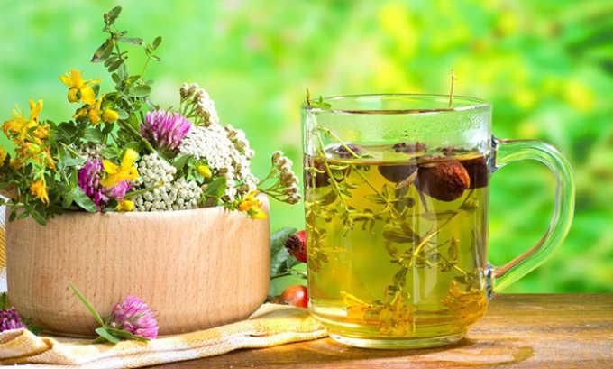 При этом заболевании чаще всего используют настои и отвары из лепестков подсолнечника, цветков ромашки, крушины, аира, мяты