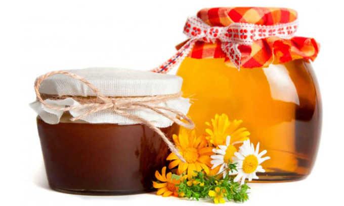 Больному панкреатитом можно есть низкокалорийные десерты с небольшим содержанием жиров такие как мед