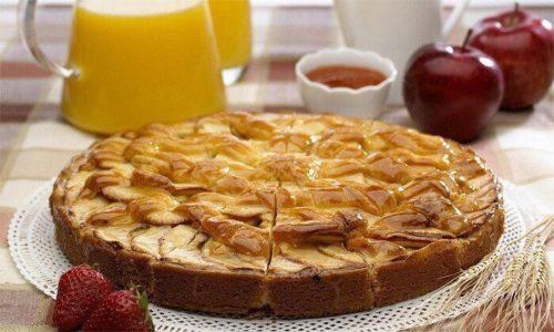 Для приготовления пирога нужно использовать мед, муку, овсяные хлопья, соль, соду, разрыхлитель