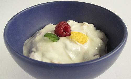 Йогурт при панкреатите употреблять допускается, но далеко не любой и не в каких угодно количествах