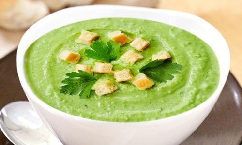 Популярным рецептом блюд из брокколи для больных панкреатитом является полезный суп-пюре