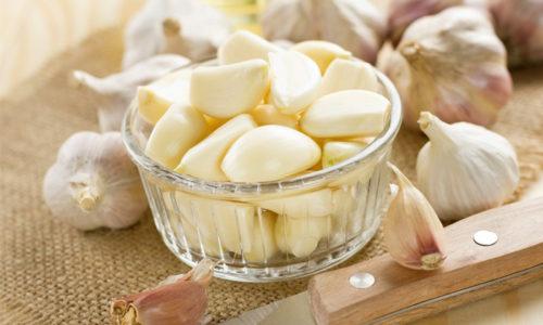 О полезных свойствах чеснока знают все, употреблять его лучше в свежем виде