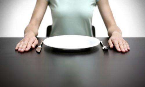 В период обострения панкреатита практикуют лечебное голодание
