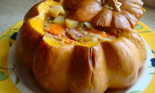 Курица, запеченная в тыкве, - оригинальное, полезное и красивое блюдо, которое разнообразит диетическое меню больного панкреатитом