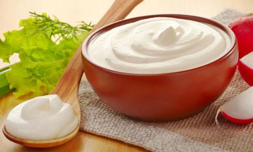 Вместо майонеза салат можно заправить сметаной