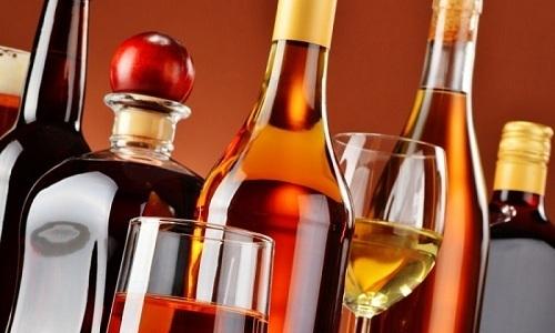 Рацион больного панкреатитом мужчины не должен содержать алкогольные напитки