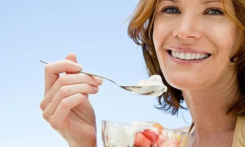 В кисломолочном продукте содержится много белка, который способствует восстановлению тканей поджелудочной железы
