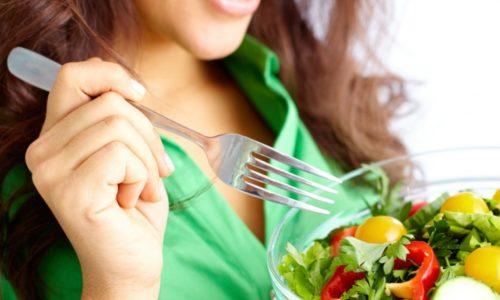 Людям с заболеванием поджелудочной железы нужно правильно питаться