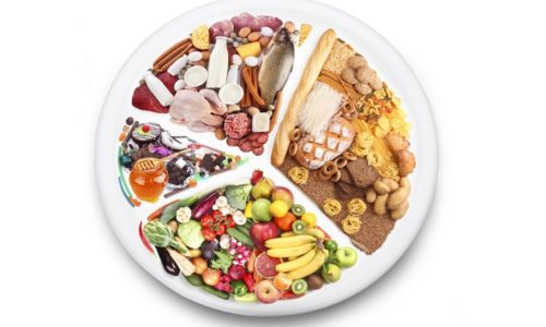Лечебное питание предполагает употребление пищи в небольшом количестве 5-6 раз в день