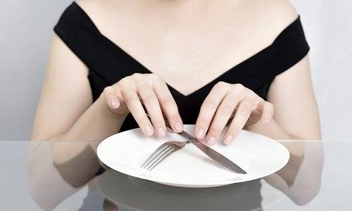 При приступе острого панкреатита больной должен полностью отказаться от пищи