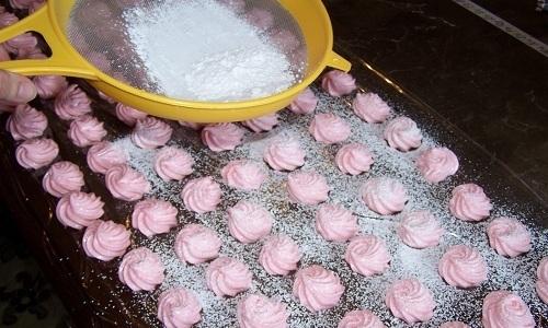 При панкреатите рекомендуется готовить зефир самостоятельно
