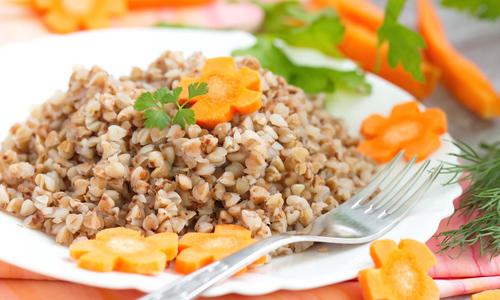 Гречневая каша полезна, так как содержит много витаминов и минералов