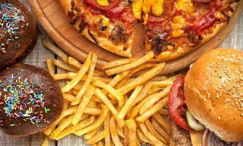 Злоупотребление острой и жирной пищей приводит к воспалению поджелудочной железы