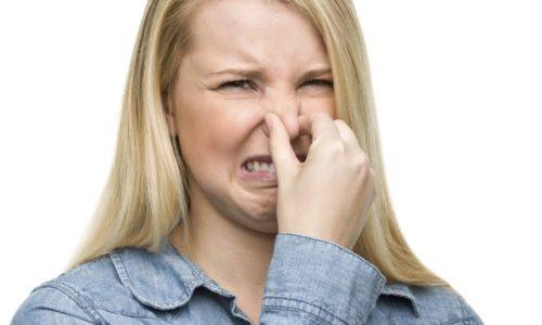 При хроническом панкреатите кал приобретает резкий, зловонный запах
