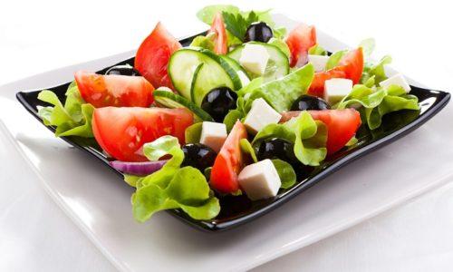 При приготовлении греческого салата следует исключить из списка компонентов лимонный сок