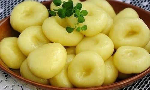 Ребенку обязательно понравится овощной суп, который можно готовить с картофельными клецками