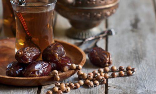 Из фиников готовят разные блюда, но для больных панкреатитом лучше подойдут напитки из сухофруктов