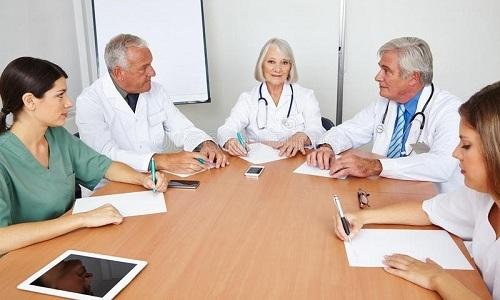 Решение о необходимости операции консилиум врачей принимает исходя из результатов консервативной терапии и общего состояния пациента