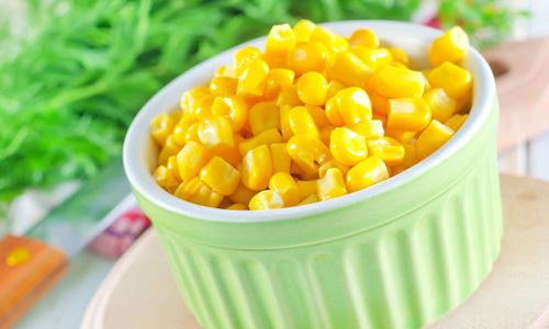 Консервированная кукуруза является наиболее опасной при панкреатите, т. к. способна спровоцировать обострение болезни