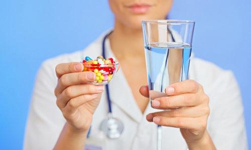 Схема терапии включает в себя устранение и облегчение проявлений изжоги с помощью лекарственных средств