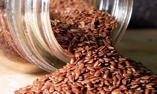 Полезные свойства льна помогают улучшить состояние здоровья человека, который страдает от воспаления поджелудочной железы