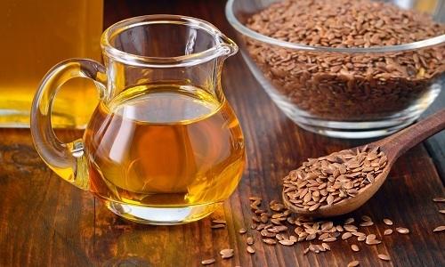 Благодаря множеству витаминов и минералов, содержащихся в льняном масле, полезно применять его при панкреатите