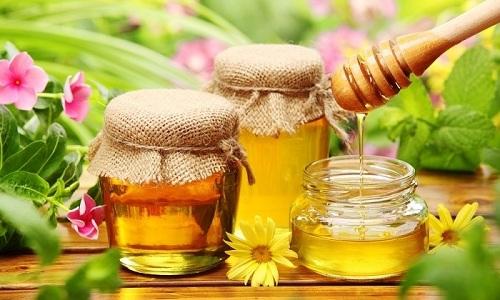 Во время стойкой ремиссии панкреатита в кашу из риса можно добавлять мед
