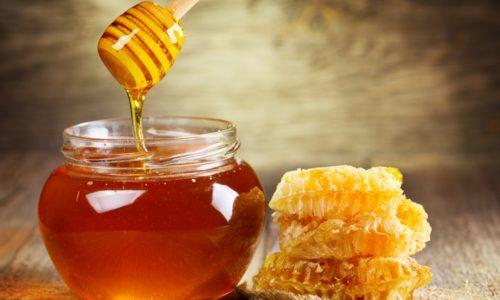 Мед при панкреатите включают в рацион но людям следует знать, как правильно выбирать этот полезный продукт пчеловодства