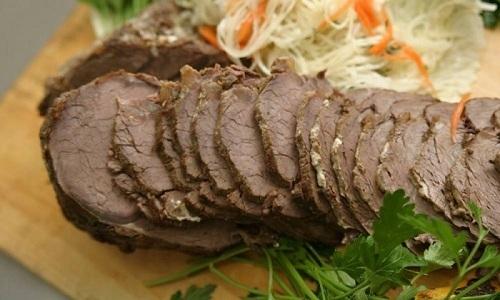 При панкреатите и гастрите помидоры нельзя сочетать с мясом