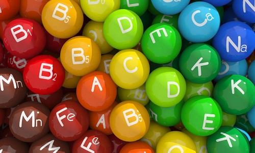 В составе сметаны присутствует комплекс витамин A, B, C, D, E и H